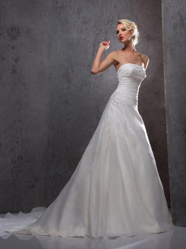Collections 2016 vente robes de mari e et costumes de for Faire don d une robe de mariée plus ancienne
