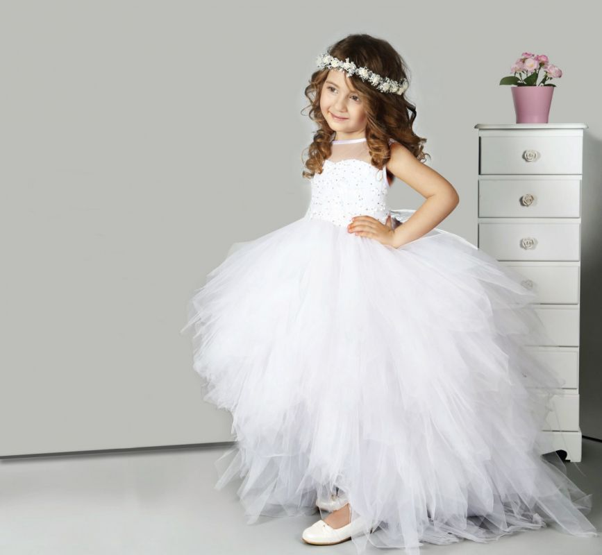 robe de mariee en tulle pour petite fille. Black Bedroom Furniture Sets. Home Design Ideas